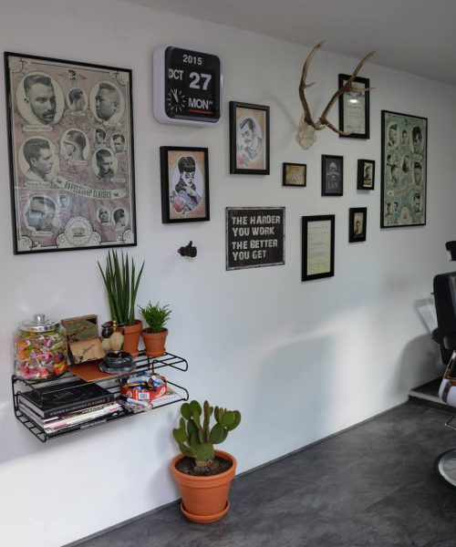Barbier Bunschoten-Spakenburg kapper wand pastoe wandrek en lijsten mr Handsome