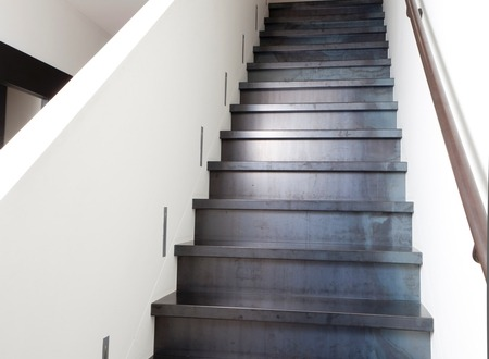 Blauwstalen trap treden bekleding traprenovatie staal