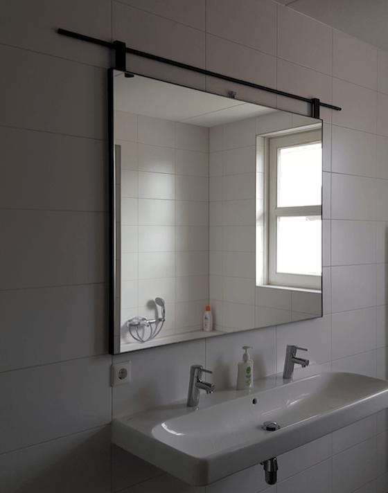 Stalen spiegel met roede