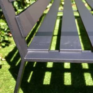Loungebank op maat tuin aluminium matzwart buiten detail