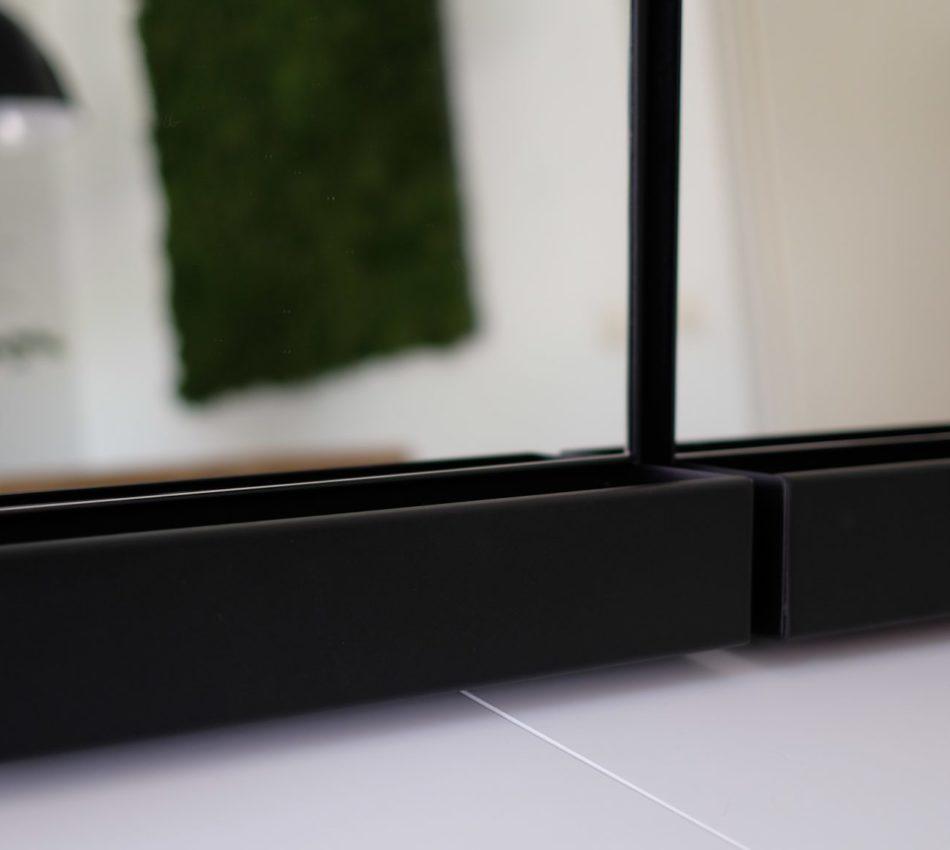 Spiegel met stalen omlijsting en bak matzwart detail
