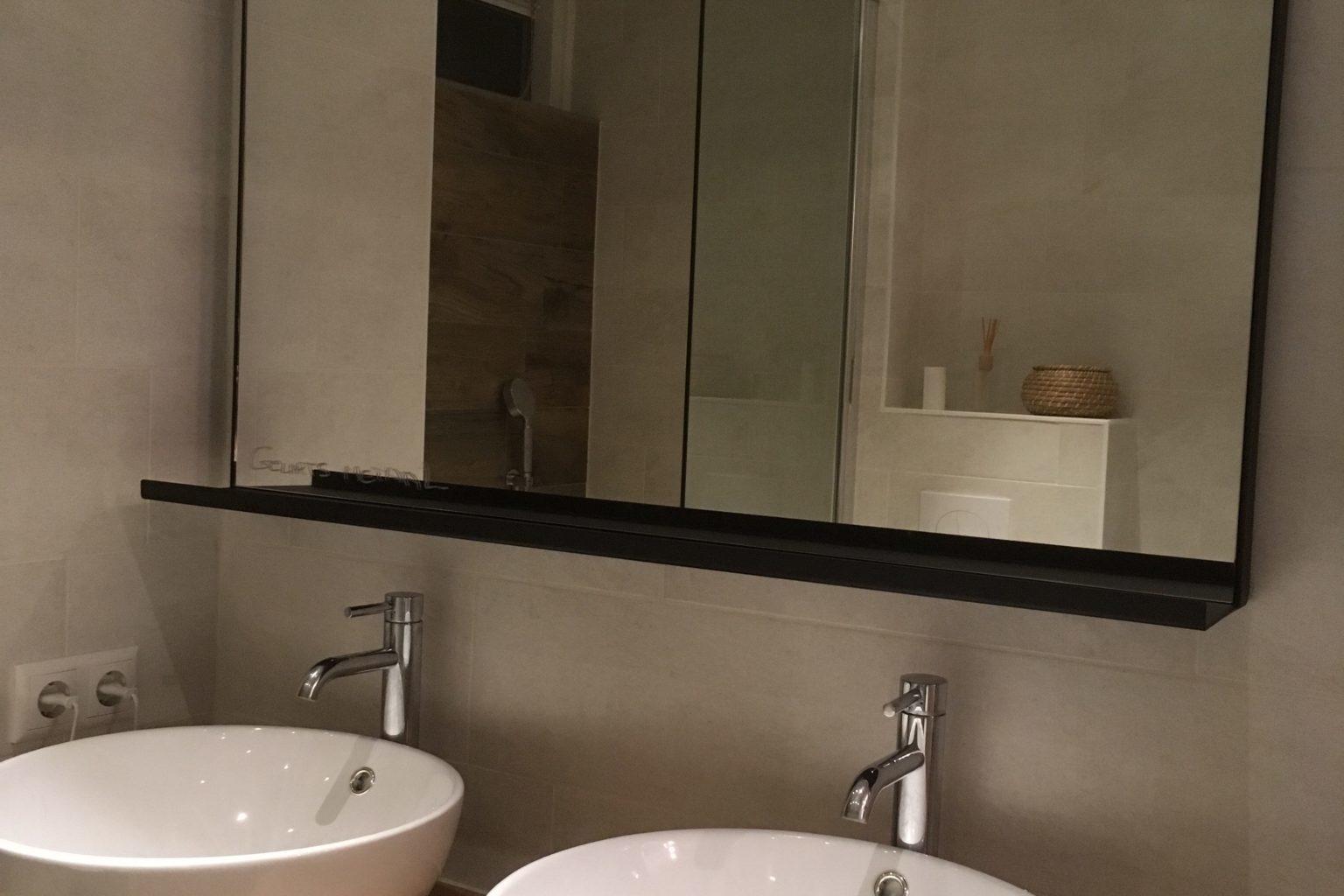Spiegel met plankje