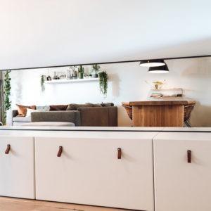 spiegel met brede stalen lijst frame omlijsting matzwart poedercoating zijaanzicht