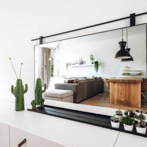 badkamerspiegel spiegel met stalen omlijsting roede en plankje matzwart gepoedercoat
