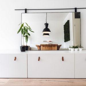 Spiegel met stalen lijst en roede matzwart gepoedercoat