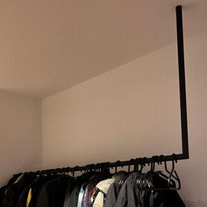Kapstok L-vormig rond en minimalistisch