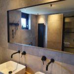 badkamerspiegel op maat met diepe lijst matzwarte gepoedercoat