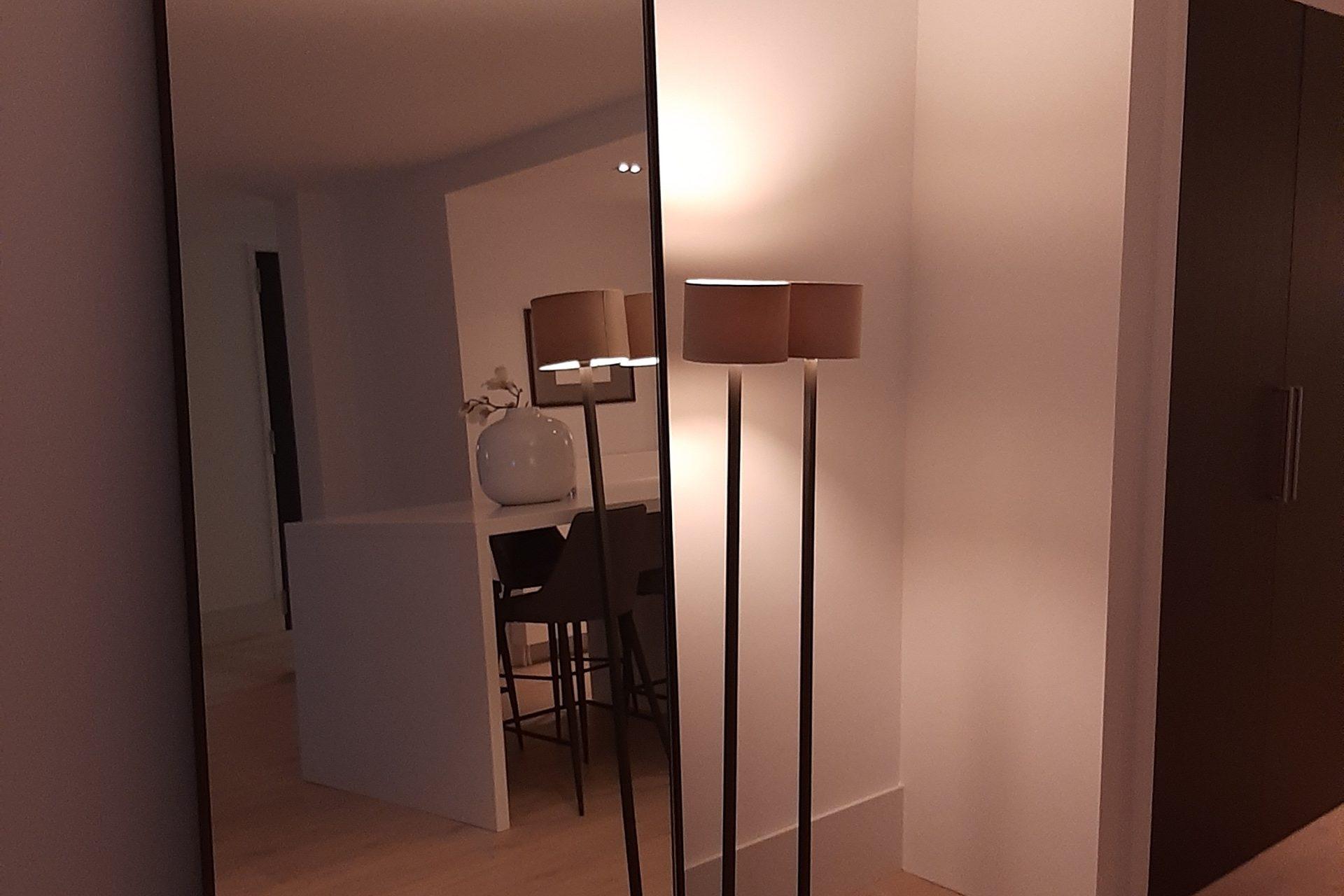 Zwarte spiegel met ronde hoeken