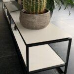 Stalen tv-meubel met zwevend blad