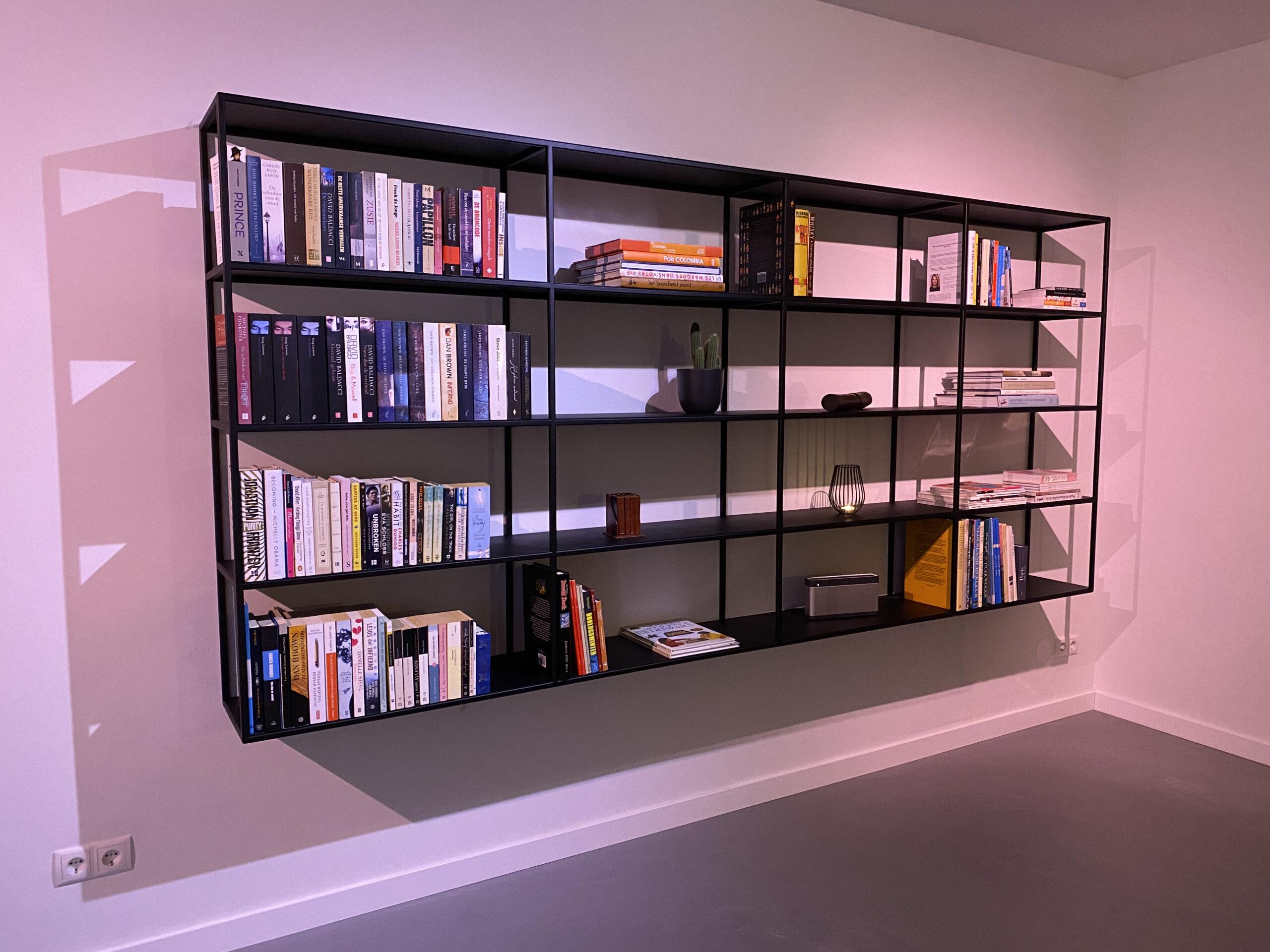 Op maat gemaakte stalen boekenkast