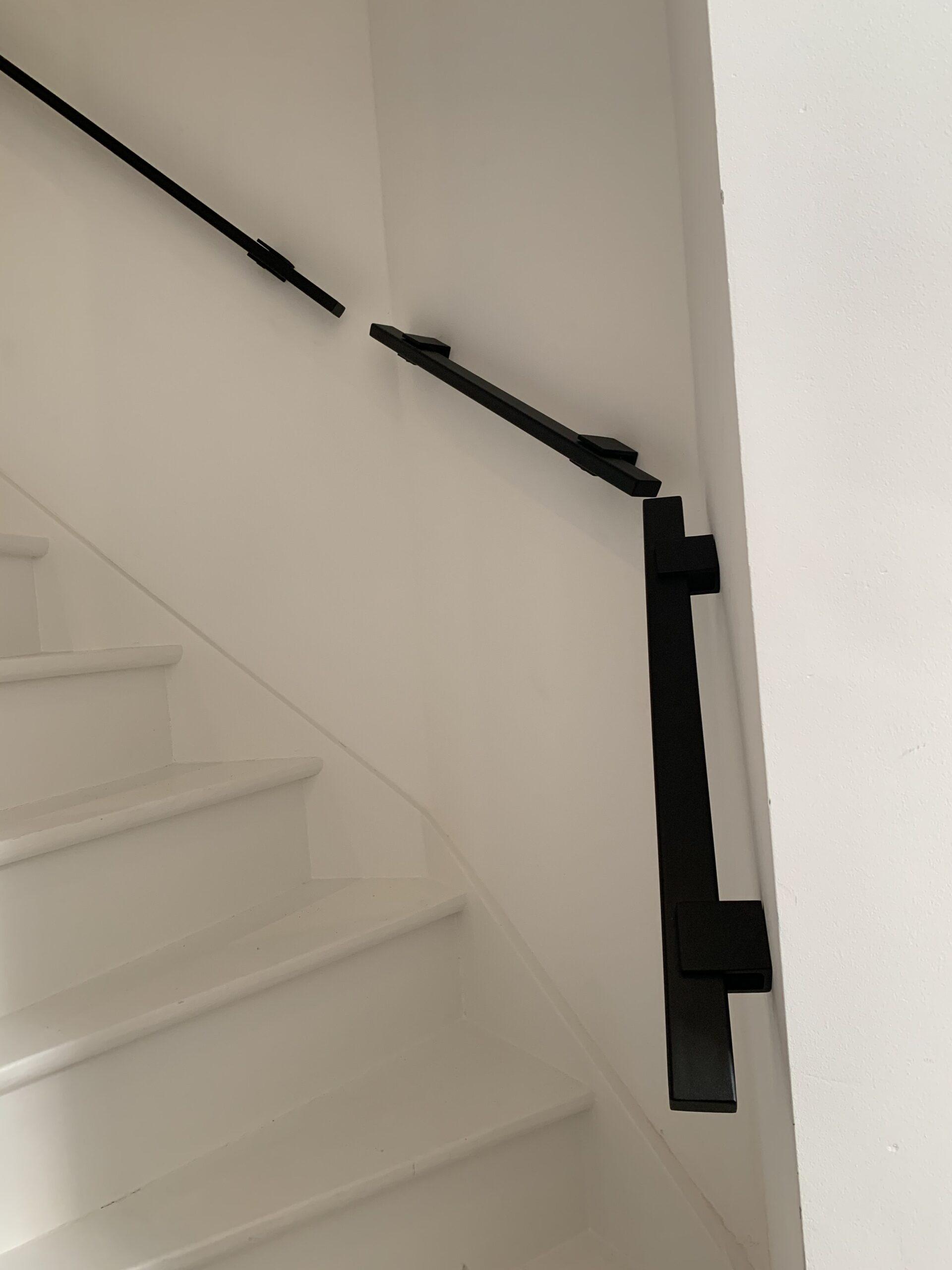 Aaneengesloten stalen trapleuningen op maat gemaakt